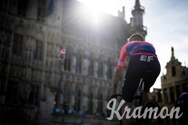 ditching the bottle into the crowd<br /> <br /> Official 106th Tour de France 2019 Teams Presentation at the Central Square (Grote Markt) in Brussels (Belgium)<br /> <br /> ©kramon