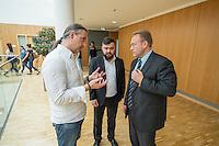 """Abgeordnete der Linkspartei im Deutschen Bundestag luden den ukrainischen Politiker Vasily Volga vom neugegruendeten Zusammenschluss linker Organisationen und Parteien in der """"Allianz Linker Kraefte"""" (ALK) zu einem Fachgespraech ueber die Situation in der Ukraine ein. Vasily Volga, Vorsitzender der ALK, beschrieb die weitreichenden Folgen der Privatisierungen und steigende Armut in seinem Land. Der Zusammenschluss sucht die Kooperation mit westeuropaeischen Linken, tritt fuer einen neutralen Status der Ukraine ein und fordert ein Sofortprogramm gegen die zunehmende Armut in der Ukraine. Die ALK ist in der Ukraine seit ihrer Gruendung im Fruehjahr 2016 Angriffen ausgesetzt. Vasily Volga, ehemaliger Abgeordneter der Partei """"Werchowna Rada"""", wurde bei einem dieser Angriffe selbst verletzt.<br /> Im Bild vlnr.: Alexander Neu, MdB Linkspartei; Sergej Kirichuk von der ukrainischen Organisation Borotba; Vasily Volga, ALK.<br /> 24.5.2016, Berlin<br /> Copyright: Christian-Ditsch.de<br /> [Inhaltsveraendernde Manipulation des Fotos nur nach ausdruecklicher Genehmigung des Fotografen. Vereinbarungen ueber Abtretung von Persoenlichkeitsrechten/Model Release der abgebildeten Person/Personen liegen nicht vor. NO MODEL RELEASE! Nur fuer Redaktionelle Zwecke. Don't publish without copyright Christian-Ditsch.de, Veroeffentlichung nur mit Fotografennennung, sowie gegen Honorar, MwSt. und Beleg. Konto: I N G - D i B a, IBAN DE58500105175400192269, BIC INGDDEFFXXX, Kontakt: post@christian-ditsch.de<br /> Bei der Bearbeitung der Dateiinformationen darf die Urheberkennzeichnung in den EXIF- und  IPTC-Daten nicht entfernt werden, diese sind in digitalen Medien nach §95c UrhG rechtlich geschuetzt. Der Urhebervermerk wird gemaess §13 UrhG verlangt.]"""