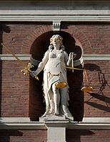 Nederland  Haarlem - 2020.  Beeld van Vrouwe Justitia aan de gevel van het Stadhuis.   Foto : ANP/ HH / Berlinda van Dam