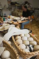 Europe/France/Aquitaine/64/Pyrénées-Atlantiques/Pays Basque/ Saint-Jean-de-Luz: Fabrique de pelotes et chistera: Pumpa
