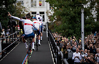 wheelie salute by Tom Pidcock (GBR/INEOS Grenadiers) at the race start in Antwerpen<br /> <br /> Elite Men World Championships - Road Race<br /> from Antwerp to Leuven (268.3km)<br /> <br /> UCI Road World Championships - Flanders Belgium 2021<br /> <br /> ©kramon