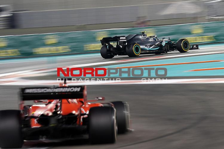 01.12.2019, Yas Marina Circuit, Abu Dhabi, FORMULA 1 ETIHAD AIRWAYS ABU DHABI GRAND PRIX 2019<br />, im Bild<br />Valtteri Bottas (FIN#77), Mercedes-AMG Petronas Motorsport, Sebastian Vettel (GER#5), Scuderia Ferrari Mission Winnow<br /> <br /> Foto © nordphoto / Bratic