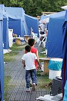 Bambini nella tendopoli di Piazza d'Armi all'Aquila, 8 giugno 2009, poco piu' di due mesi dopo il sisma che ha sconvolto l'Abruzzo..Children walk in a tent city in L'Aquila, 8 june 2009, about 2 months after the earthquake that hit the Abruzzo region in central Italy..UPDATE IMAGES PRESS/Riccardo De Luca
