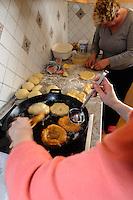 Backen von Funkenküchle in Ofterschwang-Hüttenberg im Allgäu, Bayern, Deutschland<br />  baking of Funkenküchle, a kind of doughnut, in Ofterschwang-Hüttenberg, Allgäu, Bavaria, Germany