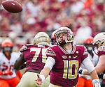 Florida State quarterback Sean Maguire recovers a bad snap in the first half of an NCAA college football game against Syracuse in Tallahassee, Fla., Saturday, Oct. 31, 2015. (AP Photo/Mark Wallheiser)