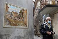Cervara di Roma<br /> Turismo di prossimità al tempo del Coronavirus con le norme antiCovid<br /> Visita guidata a Cervara di Roma, tra i vicoli si incontrano poesie scolpite sui muri del paese e sculture realizzate sulla roccia da artisti di tutto il mondo.<br /> È la porta d'ingresso al parco naturale regionale dei Monti Simbruini, grande area protetta del Lazio, è a 1.053 m s.l.m. <br /> <br /> Cervara in Rome<br /> Proximity tourism at the time of the Coronavirus with anti-Covid regulations<br /> Guided tour of Cervara in Rome, in the alleys you will find poems carved on the walls of the town and sculptures made on the rock by artists from all over the world.<br /> It is the gateway to the regional natural park of the Simbruini Mountains, a large protected area of Lazio, is at 1,053 m s.l.m.