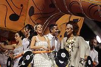 SÃO PAULO, SP, 15.02.2015  CARNAVAL 2015  SÃO PAULO  GRUPO ESPECIAL /VAI VAI . Tania Kalil, Jair de Oliveira e Luciana Mello durante desfile da escola de samba Vai Vai, na madrugada deste domingo, 15. (Foto: Adriana Spaca / Brazil Photo Press).