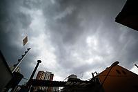 São Paulo (SP), 30/11/2020 - Clima - Céu encoberto visto no início de tarde, nesta segunda-feira (30), no bairro da Vila Mariana, zona sul da capital paulista.