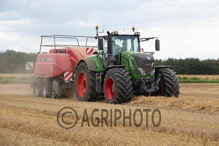 Baling barley straw in South Lincolnshire<br /> ©Tim Scrivener Photographer 07850 303986<br />      ....Covering Agriculture In The UK....