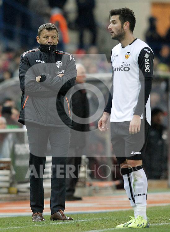 Valencia's coach Miroslav Djukic (l) and Antonio Barragan during La Liga match.December 15,2013. (ALTERPHOTOS/Acero)