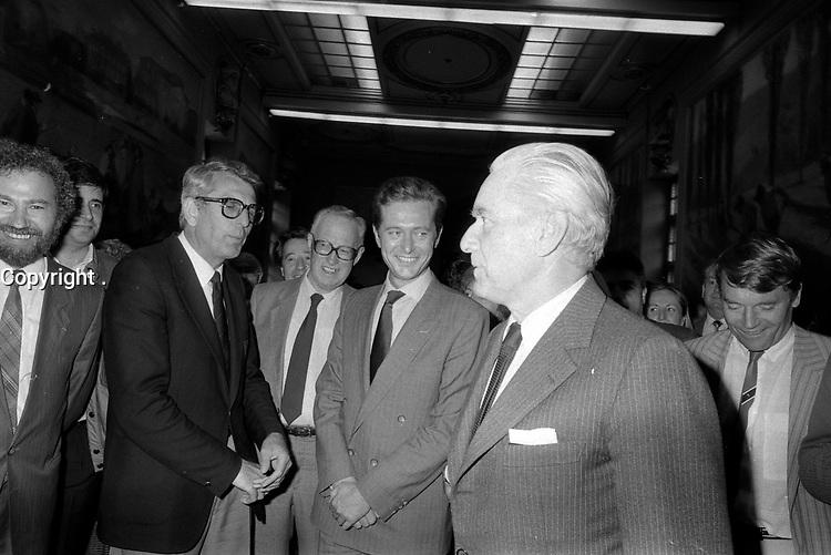 28 Mai 1985. Vue de Dominique Baudis et de Jacques Chaban-Delmas lors d'une réception.<br /> <br /> Jacques Chaban-Delmas, souvent surnommé « Chaban », né Jacques Delmasa le 7 mars 1915 à Paris 13e et mort le 10 novembre 2000 à Paris 7e, est un résistant, général de brigade et homme d'État français.<br /> <br /> Considéré comme l'un des « barons du gaullisme », il est notamment maire de Bordeaux de 1947 à 1995, ministre sous la IVe République et président de l'Assemblée nationale à trois reprises entre 1958 et 1988.<br /> <br /> Premier ministre de 1969 à 1972, sous la présidence de Georges Pompidou,