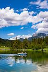 Oesterreich, Tirol, Pillerseetal, St. Ulrich am Pillersee: der Pillersee - Ausflugsziel fuer Bootfahrer, Wanderer und Radfahrer | Austria, Tyrol, Pillersee Valley, St. Ulrich at Lake Pillersee: popular destination for boating, hiking and cycling