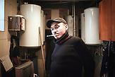 Victor, 39 Jahre, in einer kleinen Fixerstube in Balti, die Yuri<br />(47), ein ehemaliger Junkie für drogenabhängige TB-Patienten<br />eingerichtet hat (CentrPuls), nach dem er das gleiche Schicksal<br />geteilt hatte, aber geheilt wurde. Er ist HIV-positiv, hat TB und<br />selbst wenig Hoffnung für sich, ist aber ein enger Freund Yuris<br />geworden, dessen Arbeit er bewundert. // Moldova is still the poorest country of Europe. Hopes to join the European Union are high. After progress in the past years tuberculosis is on the rise again. The number of new patients raise since 2010 and is on a level that has not been reached since the late 90s.