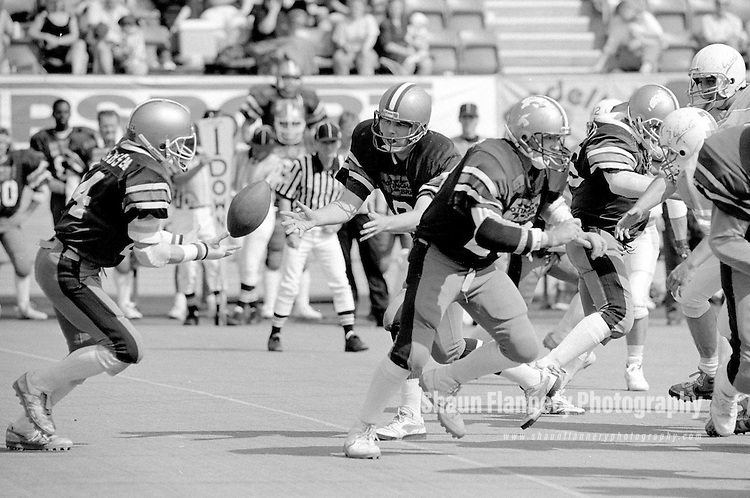 Pix: Shaun Flannery/shaunflanneryphotography.com...COPYRIGHT PICTURE>>SHAUN FLANNERY>01302-570814>>07778315553>>..2nd September 1990..British National Gridiron League (BNGL)..BNGL National Bowl, First Division Final..Saffron Lane Stadium, Leicester..Barracuda v Barnsley Bears..Phil Trickett