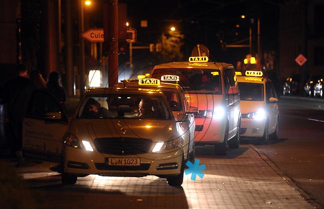WGT 2013 - Taxifahrer machen bei Wave-Gotik-Treffen ein gutes Geschäft. Taxi / Taxis . Foto: Norman Rembarz
