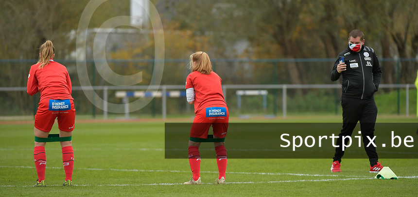 players of Zulte waregem  pictured during the warming up of a female soccer game between SV Zulte - Waregem and KRC Genk on the 8 th matchday of the 2020 - 2021 season of Belgian Scooore Women s SuperLeague , saturday 21 th of November 2020  in Zulte , Belgium . PHOTO SPORTPIX.BE   SPP   DIRK VUYLSTEKE