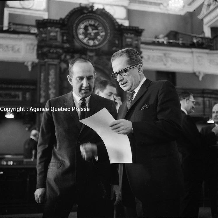 les politiciens Pierre Laporte et Daniel Johnson lors <br /> de l'ouverture de la session speciale du Parlement, le 22 octobre 1965<br /> <br /> PHOTO : Agence Quebec Presse - Photo Moderne