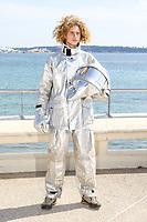 Chris Horsley lors de son photocall pour ZOOMIN STUDIO et THRILLIONAIRE VOLCANO GUIDE pendant le MIPTV a Cannes, le mardi 4 avril 2017.