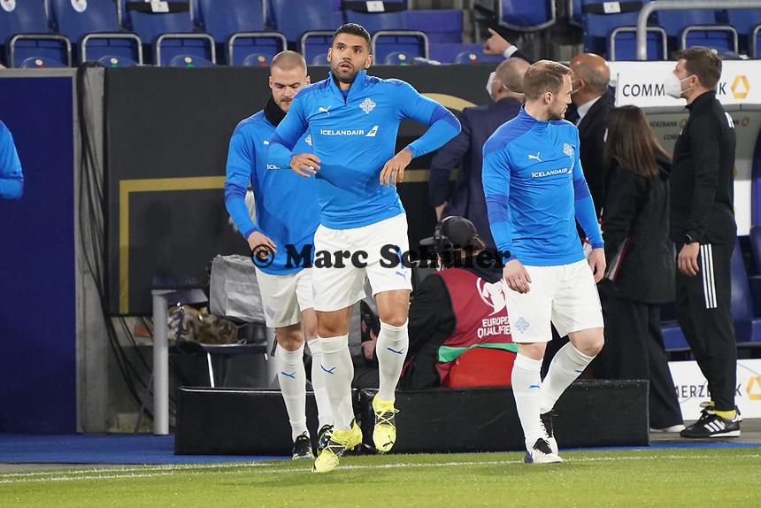 Victor Palsson (Island Iceland) betritt das Stadion - 25.03.2021: WM-Qualifikationsspiel Deutschland gegen Island, Schauinsland Arena Duisburg