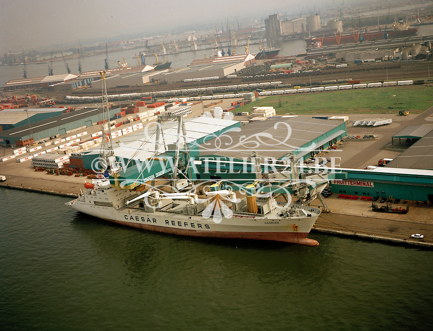 Mei 1994. Schip Hadrian bij Noord Natie in de haven van Antwerpen.