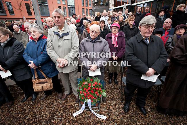 Nijmegen, 220209<br /> Vandaag werd herdacht dat 65 jaar geleden Nijmegenen gebombardeerd werd. Hierbij waren veel overlevenden hiervan aanwezig. Bij monument de Schommel werd een minuut stilte gehouden.<br /> Foto: Sjef Prins - APA Foto