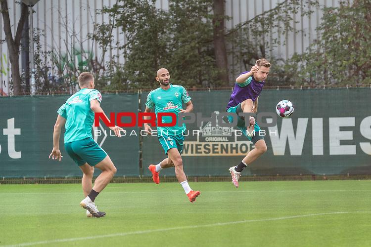09.09.2020, Trainingsgelaende am wohninvest WESERSTADION - Platz 12, Bremen, GER, 1.FBL, Werder Bremen Training<br /> <br /> Niklas Moisander (Werder Bremen #18 Kapitaen)<br /> Ömer / Oemer Toprak (Werder Bremen #21)<br /> Johannes Eggestein (Werder Bremen #24)<br /> <br /> <br /> <br /> Foto © nordphoto / Kokenge