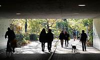 Nederland  Amsterdam -  2020.  Mensen in het Westerpark.  Foto : ANP/ HH / Berlinda van Dam