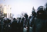 Bereitschaftspolizei vor dem Präsidentengebäude. <br />Zehntausende demonstrieren gegen die neue Regierung in Chisinau, Republik Moldau. / <br />Riot police in front of the presidency building. Tens of thousands protest against the new government in Chisinau, Republic of Moldova.