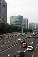 China, Peking (Beijing), Verkehr auf der Chaoyangmen Neidajie