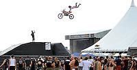 With Full Force XVI Festival Open Air - Roitzschjora / Löbnitz bei Leipzig - 26.000 metal heads join the biggest metal festival in eastern germany - ca 40.000 Besucher sind zur alljährlichen Ohrenmassage auf dem Segelflugplatz erschienen- im Bild: atemberaubende Motorrad Stunts - im Hintergrund die Hauptbühne . Foto: Norman Rembarz..