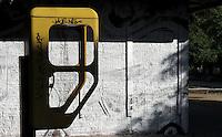 Feature Telefonzelle. Foto: Norman Rembarz..Norman Rembarz , Autorennummer 41043728 , Holbeinstr. 14, 04229 Leipzig, Tel.: 01794887569, Hypovereinsbank: BLZ: 86020086, KN: 357889472, St.Nr.: 231/261/06432 - Jegliche kommerzielle Nutzung ist honorar- und mehrwertsteuerpflichtig! Persönlichkeitsrechte sind zu wahren. Es wird keine Haftung übernommen bei Verletzung von Rechten Dritter. Autoren-Nennung gem. §13 UrhGes. wird verlangt. Weitergabe an Dritte nur nach  vorheriger Absprache..