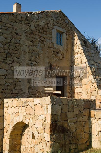 Europe/France/2A/Corse du Sud/ Murtoli: Détail architecture d'une bergerie  du Domaine de Murtoli dans la vallée de l'Ortolo  sur le Golfe de Roccapina- Les anciennes  bergeries ont étées transformées en maison d'hôtes