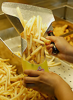 Marisol Zayala loads an order of french fries into a carton at a Wendy's restaurant Wednesday, June 7, 2006, in Dublin, Ohio. Wendy's is making the switch to non-hydrogenated cooking oil for fries and breaded chicken products.<br />