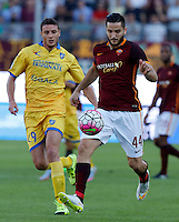 Calcio, Serie A: Frosinone vs Roma. Frosinone, stadio Comunale, 12 settembre 2015.<br /> Roma's Kostas Manolas, right, is challenged by Frosinone's Daniel Ciofani during the Italian Serie A football match between Frosinone and Roma at Frosinone Comunale stadium, 12 September 2015.<br /> UPDATE IMAGES PRESS/Riccardo De Luca