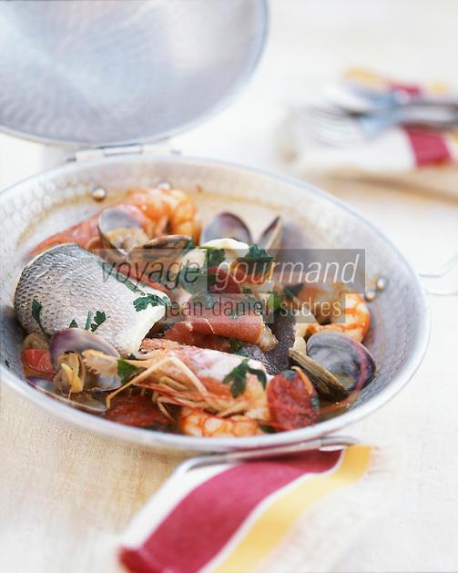 """Europe/France/Languedoc-Roussillon/66/Pyrénées-Orientales/Banyuls-sur-Mer: Marmite de poissons - Recette de Jean-Marie Patrouix chef du restaurant """"La Littorine"""""""
