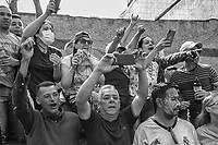 "People cheers National Guards during a failed  atempt to overthrow Nicolas Maduro in Caracas, April 30, 2019.  The guards were supporting   opposition leader Juan Guaidó, the president of the Venezuelan National Assembly who declared himself President.Guaidó appeared in an online video standing among heavily armed soldiers, calling for the military to back what he called the ""final phase"" of an effort to topple Maduro's governmen, but the movement failed short after"