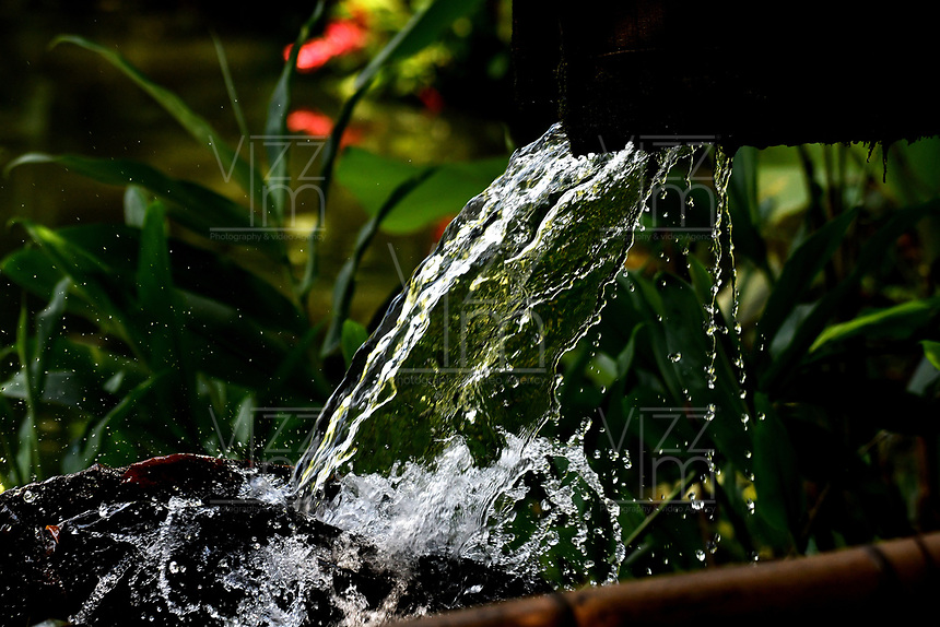 CALI - COLOMBIA - 20 - 06 - 2017: Cascada artificial en el Parque de las Garzas en la ciudad de Cali (Pance)  Valle del Cauca, Colombia. / Artificial waterfall in the Park of the Herons in the city of Cali (Pance) in the Valle del Cauca, Colombia. / Photo: VizzorImage / Luis Ramirez / Staff. / Photo: VizzorImage / Luis Ramirez / Staff.