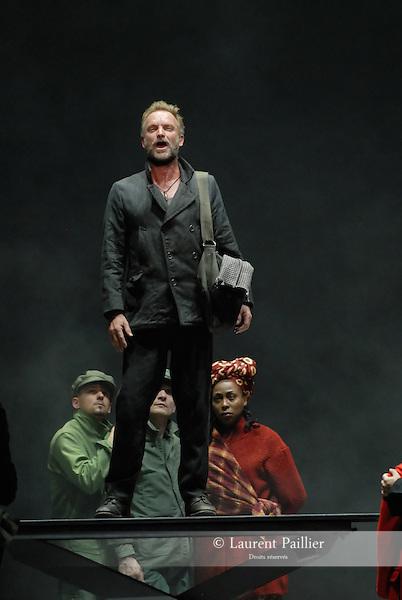 WELCOME TO THE VOICE - Steve Nieve..Théâtre du Chatelet - Paris..15 november 2008....Dionysos - Sting....Credit : Laurent PAILLIER / photosdedanse.com