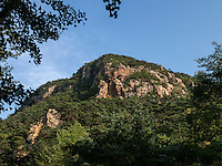 Berge beim Tempel Songbul, Nordkorea, Asien<br /> Mountains near temple Songbul, North Korea, Asia