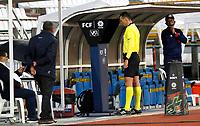 MANIZALES - COLOMBIA, 25-01-2021: Wilmar Roldan, árbitro, revisa una jugada en el VAR durante partido por la fecha 2 de la Liga BetPlay DIMAYOR I 2021 entre Once Caldas y Atlético Junior jugado en el estadio Palogrande de la ciudad de Manizalez. / Wilmar Roldan, referee, checks a play on the VAR during match for the date 2 as part of BetPlay DIMAYOR League I 2021 between Once Caldas and Atletico Junior played at the Palogrande stadium in Manizales city. Photo: VizzorImage / John Jairo Bonilla / Cont