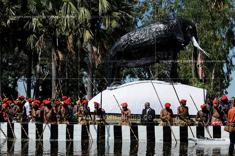 ZAMBIA Barotseland , Zambezi floodplain , Kuomboka ceremony in Limulunga, the Lozi king Lubosi Imwiko II. also called Litunga, change his lower land residence Lealui after raining time with the royal bark Nalikwanda with a elephant made from paper mache  to his upper land palace in Limulunga / SAMBIA Barotseland , Flutebene des Zambezi Fluss , Kuomboka Fest in Limulunga, der Lozi Koenig, Litunga , Abfahrt der koeniglichen Barke Nalikwanda in seiner Residenz in Lealui