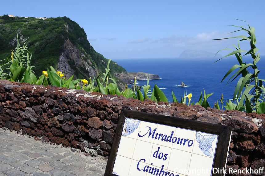 Miradouro dos Caimbros, Blick auf Corvo,  auf der Insel Flores, Azoren, Portugal