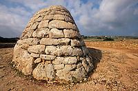 neolithisches Beinhaus Naveta des Tudons aus der frühen Talayot-Zeit, Menorca, Spanien