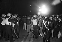 Milano, febbraio 1980 - i Carabinieri assediano un folle armato barricato in casa  in via  S.Sofia e contengono la folla di curiosi<br /> <br /> Milan, February 1980 - the Police besiege an armed insane  barricaded at home in S. Sofia street and contain the crowd of onlookers