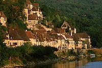 Europe/France/Aquitaine/24/Dordogne/La Roque Gageac: Maison sur les bords du fleuve