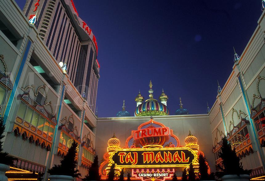 AJ2554, Atlantic City, casino, New Jersey, The entrance to Trump Taj Mahal Casino and Resort illuminated in the evening in Atlantic City in the state of New Jersey.