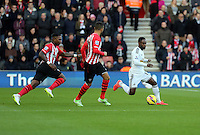 Pictured: Nathan Dyer of Swansea (R) chased by two Southampton players Sunday 01 February 2015<br />