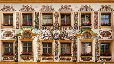 Deutschland, Bayern, Chiemgau, Traunstein: Fassade der Marien-Apotheke am Stadtplatz - Lueftlmalerei   Germany, Bavaria, Chiemgau, Traunstein: building of Marien pharmacy on town square - with frescoes