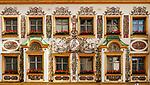 Deutschland, Bayern, Chiemgau, Traunstein: Fassade der Marien-Apotheke am Stadtplatz - Lueftlmalerei | Germany, Bavaria, Chiemgau, Traunstein: building of Marien pharmacy on town square - with frescoes