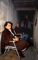 Vukovar / Croazia 1991.Civili cercano riparo nelle cantine e sono costretti a vivere nei rifugi per lunghi mesi. 50.000 edifici sono stati distrutti durante l'assedio e migliaia di civili sono stati uccisi. Enorme il numero di feriti e di profughi..Foto Livio Senigalliesi..Vukovar / Croatia 1991.Vukovar was heavily damaged during the siege in 1991. .In the picture, people living in the shelters. 50.000 houses have been destroyed during the siege, thousands of civilians have been killed, wounded or forced to flee in safe areas to avoid violence and fightings..Photo Livio Senigalliesi